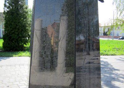 Mezőkövesd világháborús emlékmű 2012.04.27. küldő-kalyhas (7)