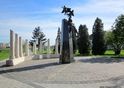 Mezőkövesd világháborús emlékmű 2012.04.27. küldő-kalyhas (8)