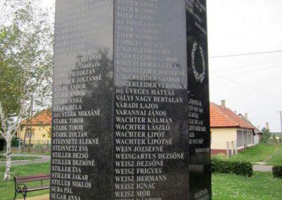 Mezőkeresztes II. világháborús emlékmű 2014.08.04. küldő-kalyhas (13)