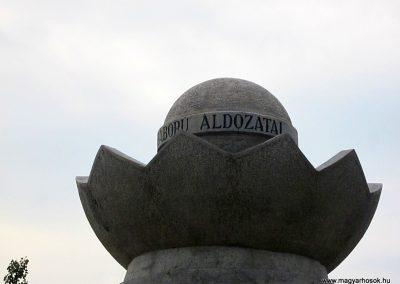 Mezőkeresztes II. világháborús emlékmű 2014.08.04. küldő-kalyhas (4)