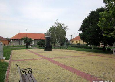 Mezőkeresztes II. világháborús emlékmű 2014.08.04. küldő-kalyhas