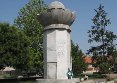 Mezőkeresztes II.vh emlékmű 2007.08.23. küldő-Kályhás (4)