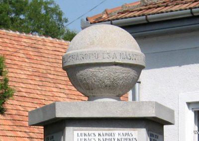 Mezőnagymihály világháborús emlékmű 2007.08.23. küldő-Kályhás (2)