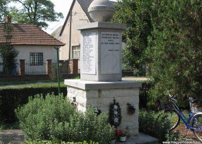 Mezőnagymihály világháborús emlékmű 2007.08.23. küldő-Kályhás