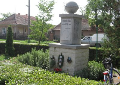 Mezőnagymihály világháborús emlékmű 2007.08.23. küldő-Kályhás (5)