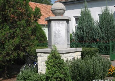 Mezőnagymihály világháborús emlékmű 2007.08.23. küldő-Kályhás (9)