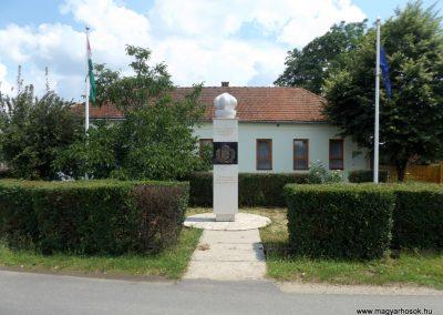 Mezőpeterd világháborús emlékmű 2018.05.28. küldő-Bóta Sándor (6)