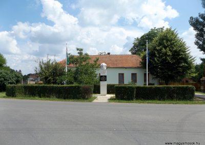 Mezőpeterd világháborús emlékmű 2018.05.28. küldő-Bóta Sándor (kalyhas)