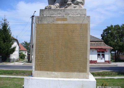 Mezőszilas világháborús emlékmű 2007.08.21.küldő-Hunmi (1)
