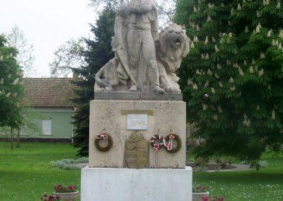Mezőszilas világháborús emlékmű 2010.05.03. küldő-Horváth Zsolt