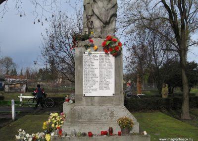 Mezőtárkány világháborús emlékmű 2007.11.11. küldő-kalyhas (4)