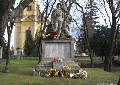 Mezőtárkány világháborús emlékmű 2007.11.11. küldő-kalyhas