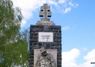 Mihályfa világháborús emlékmű 2008.08.24. küldő-Vw golf (1)
