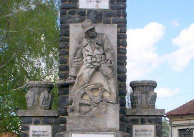 Mihályfa világháborús emlékmű 2008.08.24. küldő-Vw golf (2)