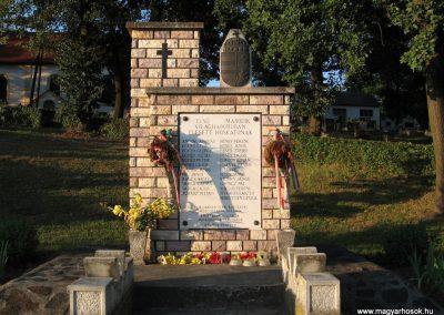 Mihálygerge világháborús emlékmű 2009.07.20. küldő-kalyhas (1)