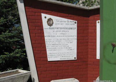 Mikófalva hősi emlékmű 2007.05.13. küldő-kalyhas (1)