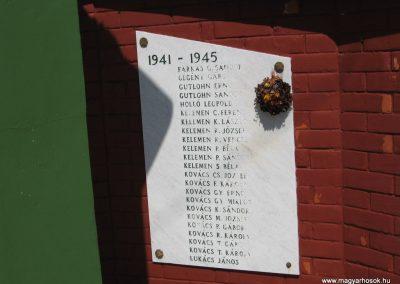 Mikófalva hősi emlékmű 2007.05.13. küldő-kalyhas (4)