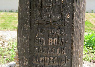 Miskolc Szeles u. Kopjafa a II. világháborús bombatámadások áldozatainak emlékére 2015.08.03. küldő-Emese (1)
