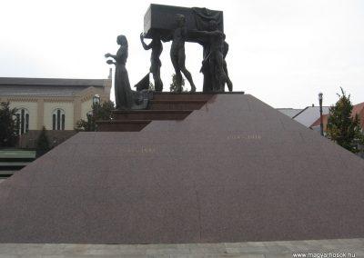 Miskolc hősi emlékmű 2009.10.10. küldő-kalyhas (2)