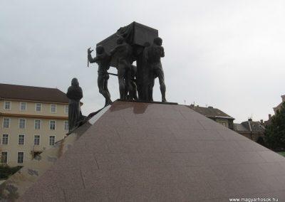 Miskolc hősi emlékmű 2009.10.10. küldő-kalyhas (3)