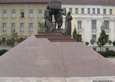 Miskolc hősi emlékmű 2009.10.10. küldő-kalyhas (5)