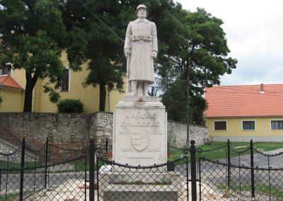 Mocsa világháborús emlékmű 2008.07.04. küldő-Kályhás (1)