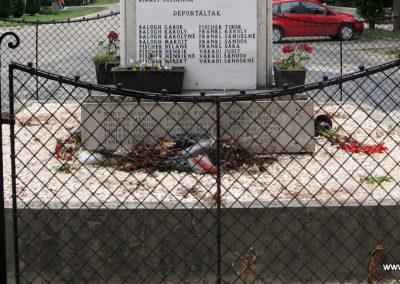 Mocsa világháborús emlékmű 2008.07.04. küldő-Kályhás (12)