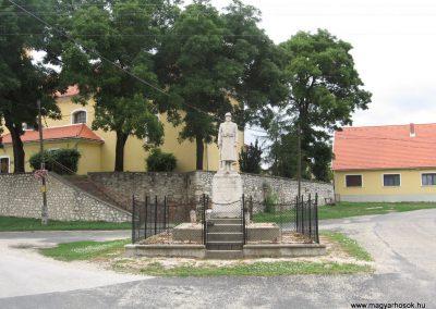 Mocsa világháborús emlékmű 2008.07.04. küldő-Kályhás