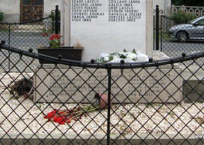 Mocsa világháborús emlékmű 2008.07.04. küldő-Kályhás (9)
