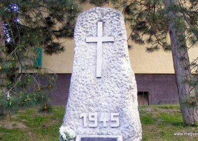 Mogyorósbánya II. világháborús emlékmű 2013.05.26. küldő-Méri (1)