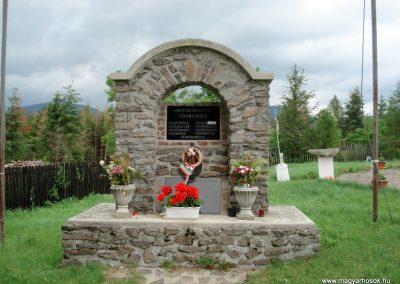 Mogyoróska világháborús emlékmű 2012.06.13. küldő-megtorló (1)