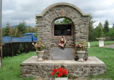 Mogyoróska világháborús emlékmű 2012.06.13. küldő-megtorló (2)