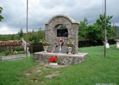 Mogyoróska világháborús emlékmű 2012.06.13. küldő-megtorló (5)