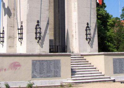 Mohács világháborús emlékmű 2008.06.04. küldő-V3t3r4n (3)