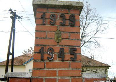Mohora II.vh emlékmű 2007.10.22.küldő-Mónika39 (2)