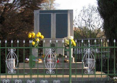 Monaj világháborús emlékmű 2011.11.01. küldő-Gulyás László (1)