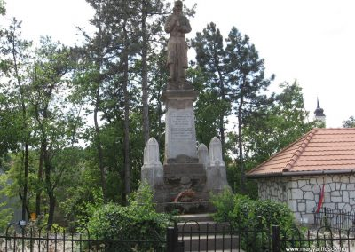 Monok I.vh emlékmű 2009.05.23.küldő-kalyhas