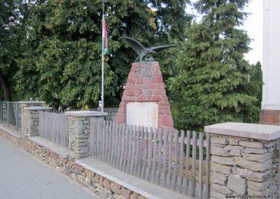 Monostorapáti világháborús emlékmű 2013.08.22. küldő-kalyhas (1)