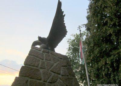 Monostorapáti világháborús emlékmű 2013.08.22. küldő-kalyhas (6)