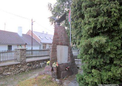 Monostorapáti világháborús emlékmű 2013.08.22. küldő-kalyhas (7)