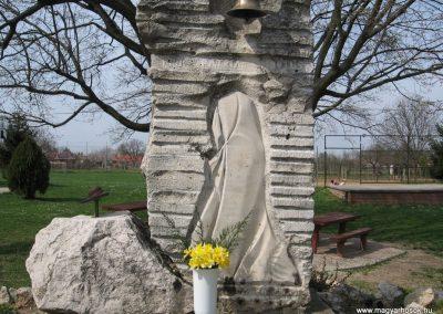 Mosdós világháborús emlékmű 2009.04.05. küldő-kalyhas (2)