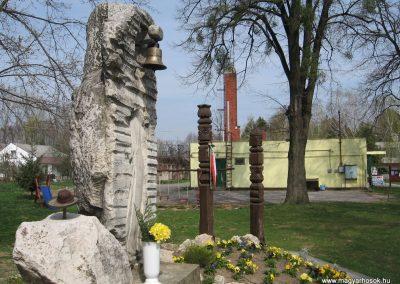 Mosdós világháborús emlékmű 2009.04.05. küldő-kalyhas (5)