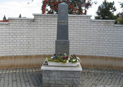 Muhi világháborús emlékmű 2007.09.20.küldő-Kályhás (1)