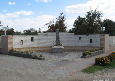 Muhi világháborús emlékmű 2007.09.20.küldő-Kályhás