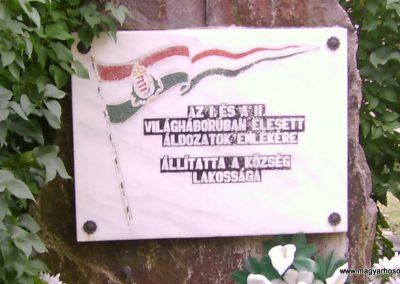 Nádújfalu világháborús emlékmű 2009.08.15. küldő-Kovács Nikolett (1)