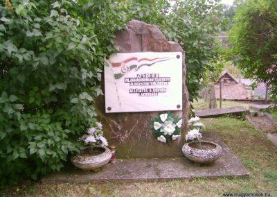 Nádújfalu világháborús emlékmű 2009.08.15. küldő-Kovács Nikolett