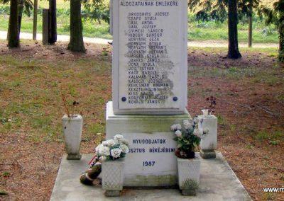 Nádasd II. világháborús emlékmű 2012.10.08. küldő-Méri (3)
