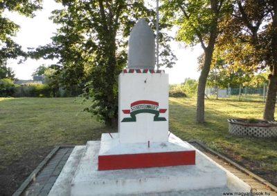 Nádasdladány hősi emlékmű 2015.06.21. küldő-Méri (1)
