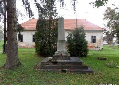 Nágocs világháborús emlékmű 2014.10.26. küldő-kalyhas (1)