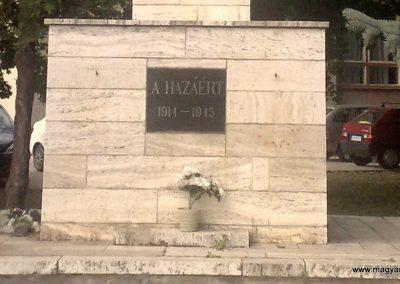 Nána világháborús emlékmű 2011.08.28. küldő-Horváth Zsolt (1)